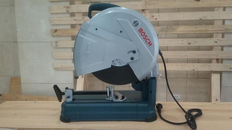 Sử dụng máy cắt sắt Bosch GCO 2 cần lưu ý gì không?