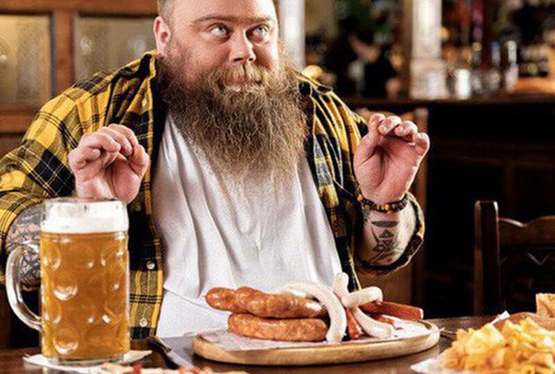 Không nên uống bia rượu khi đói: