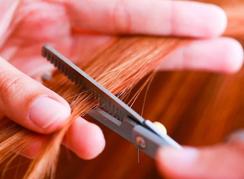 Tỉa lại tóc mỗi 4-6 tuần.
