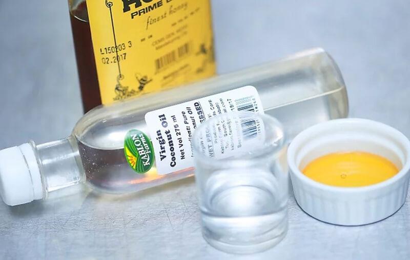 Cấp ẩm siêu cấp cho tóc với mật ong và dầu dừa.