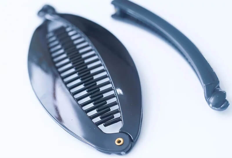 Dùng phụ kiện phù hợp cho tóc.