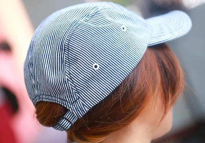 Đội mũ để bảo vệ tóc trước thời tiết khắc nghiệt.