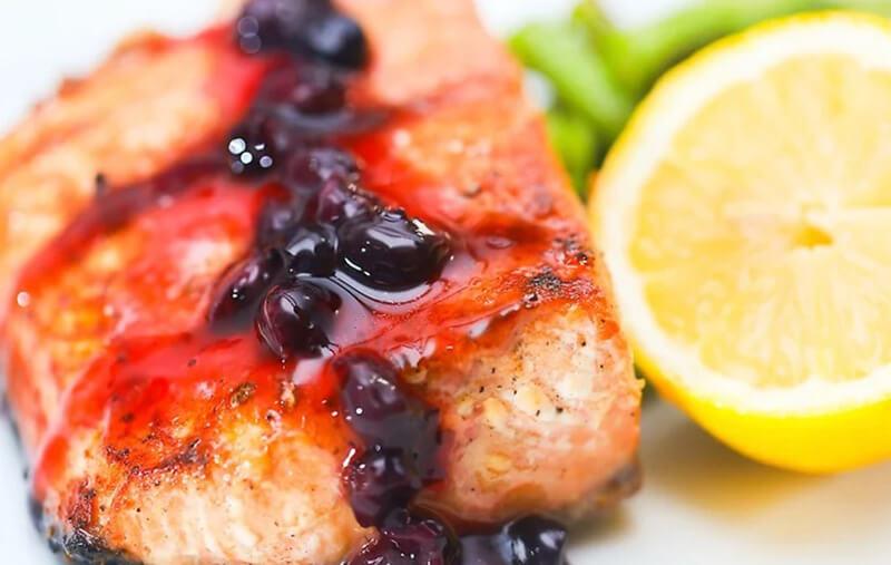 Hãy ăn các thực phẩm giàu axit béo, protein và vitamin.