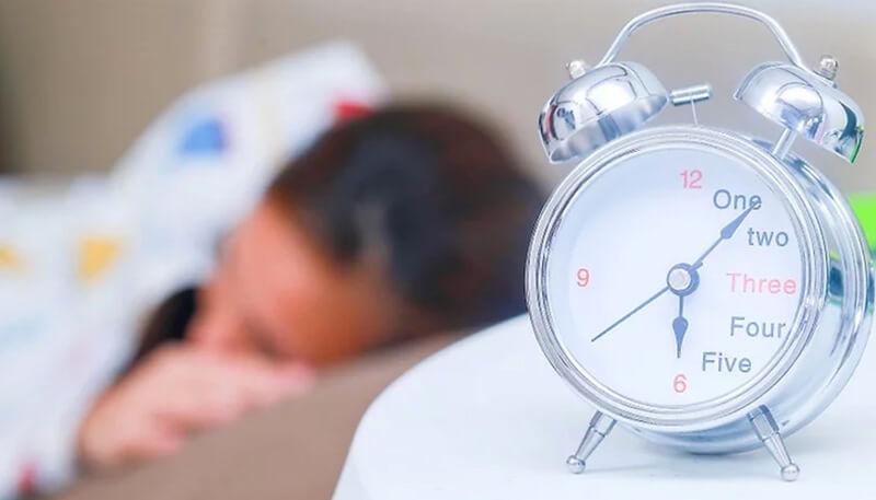 Hãy ngủ đủ giấc và hạn chế stress.
