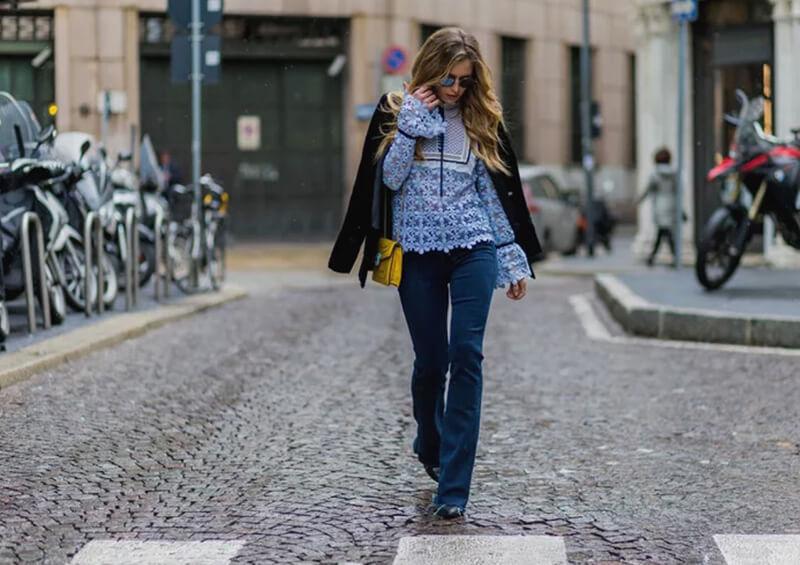 Cách mặc quần jean ống loe với dáng người