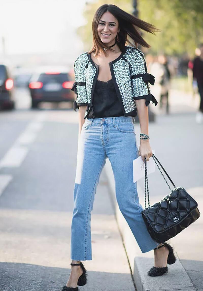 Mặc áo hoa kết hợp với quần jean boyfriend