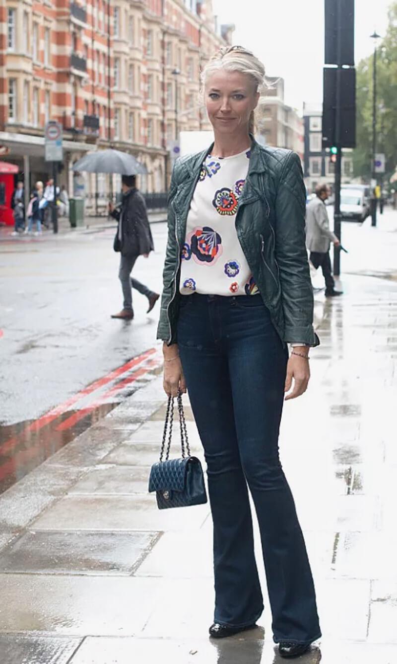 Phong cách công sở với khoác da và jeans ống loe
