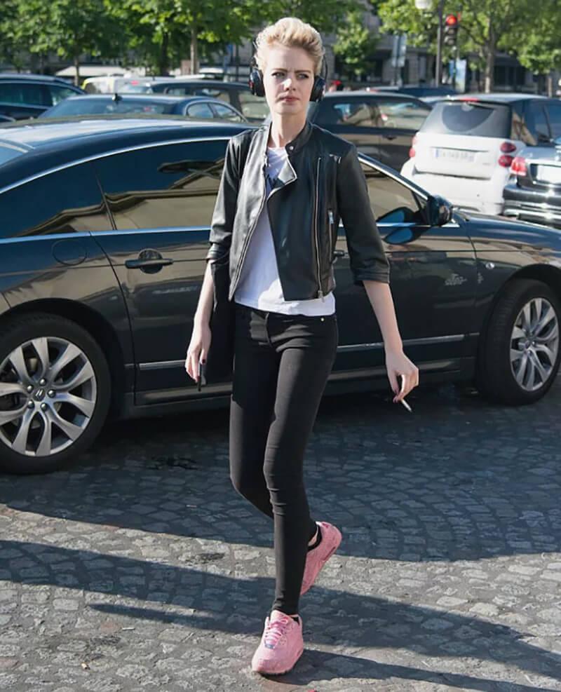 Phong cách Rocker Chic chỉ với quần jeans đen