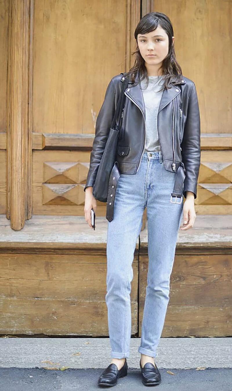 Quần basic jeans với áo khoác da