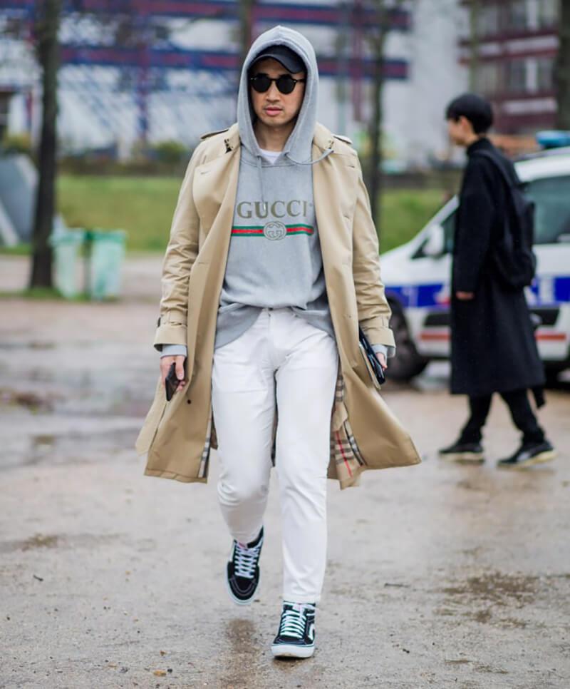 Quần jean trắng và áo hoodie – trang phục cuối mùa thu và đầu đông