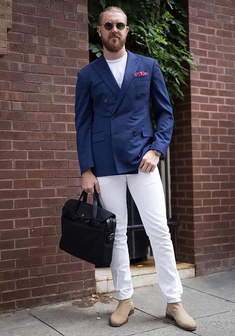 Quần jean trắng và Navy Blazer – trang phục công sở mùa hè
