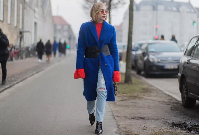 Phối quần jeans basic với nhiều lớp layer độc đáo