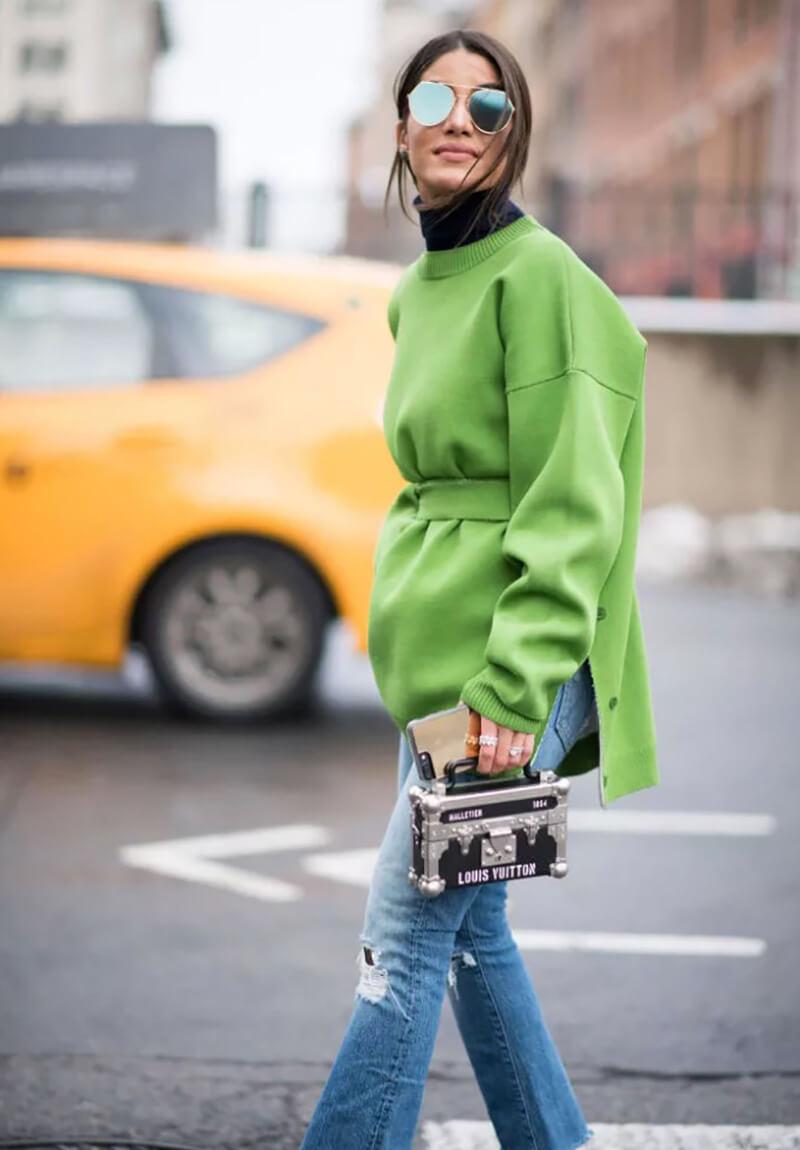 Phối quần jeans basic theo phong cách nhiều màu sắc