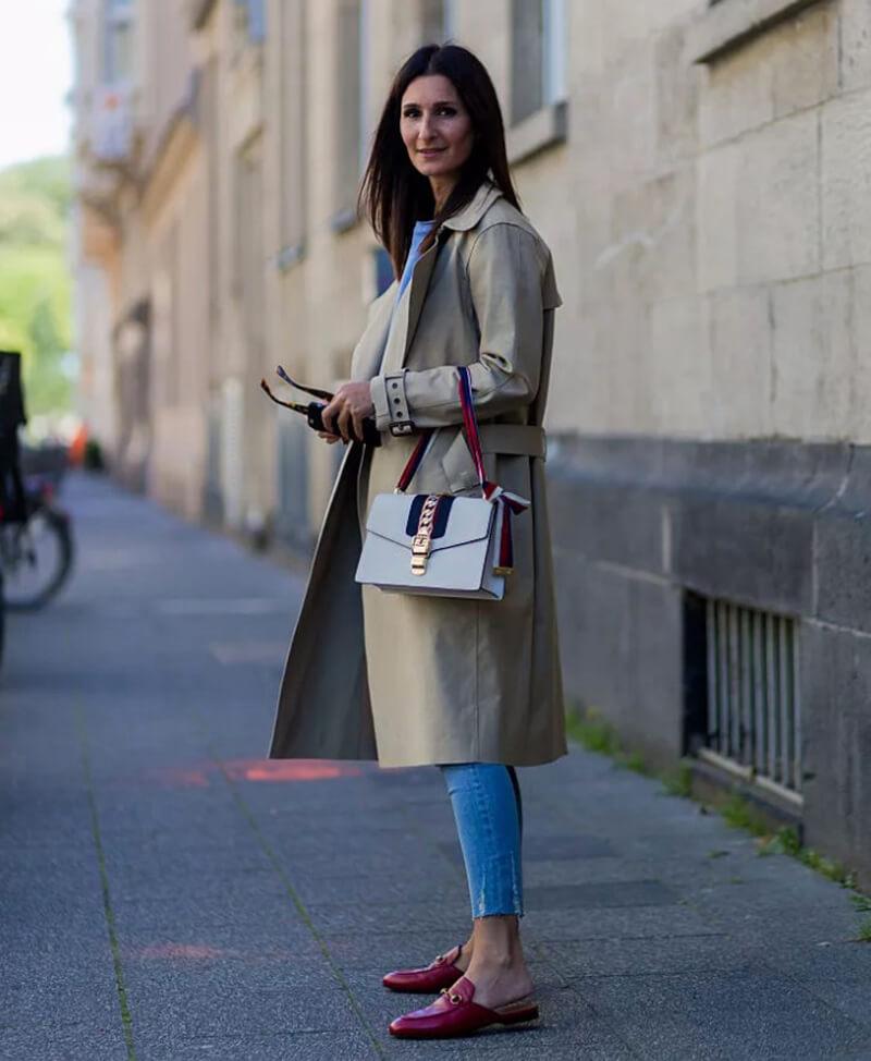 Phối quần jeans basic với một chiếc túi của Gucci