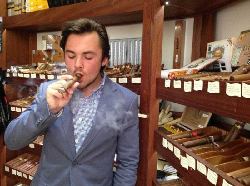 Tỷ phú Callum Jones cùng điếu xì gà phiên bản đặc biệt duy nhất của mình