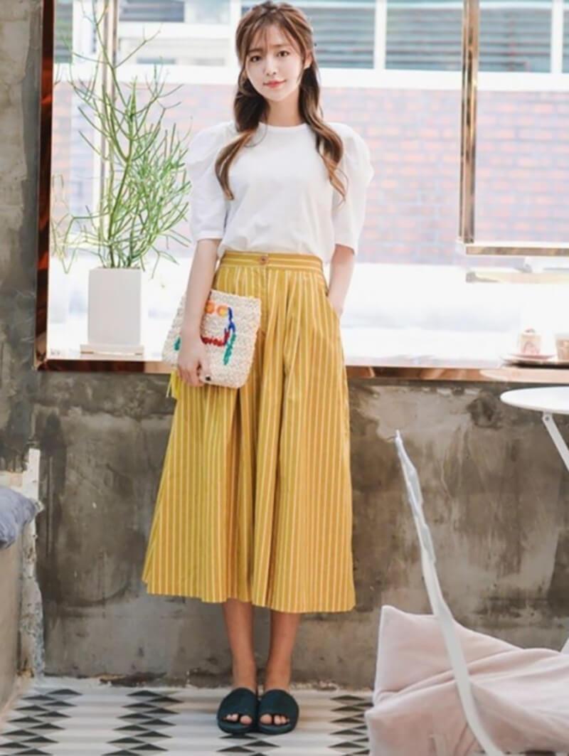 Với váy maxi bạn nên chọn những chất vải mềm và mát mẻ thoải mái.