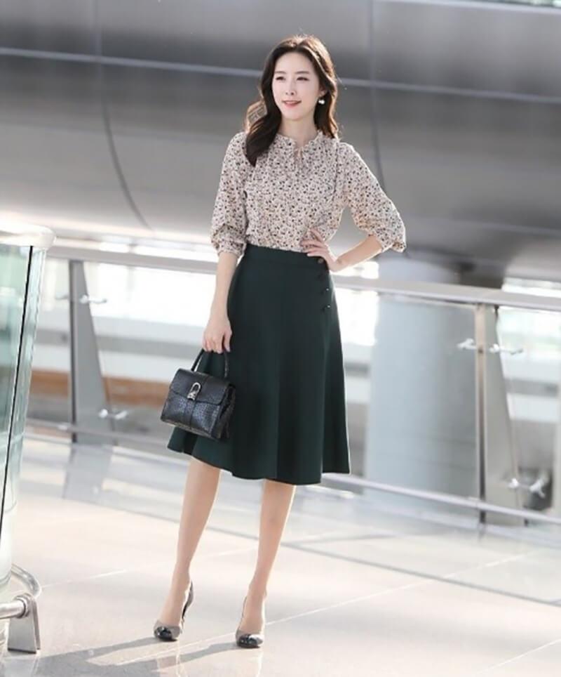 Váy xòe công sở mang sự trẻ trung và lại dễ mặc, dễ phối đồ